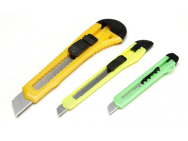 Get A Free Retractable Razor Knife Set!